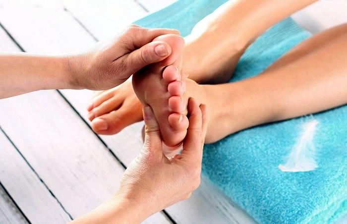 Точечный массаж стоп и ладоней