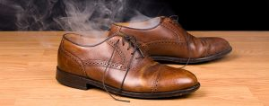 zapaxobuv4 9049 300x118 - Как избавиться от неприятного запаха обуви?