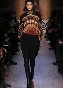 choboti givenchy 67 foto zh noch model z lancyuzhkom ta napuskom 10 - Чоботи Givenchy (67 фото): жіночі моделі з ланцюжком та напуском