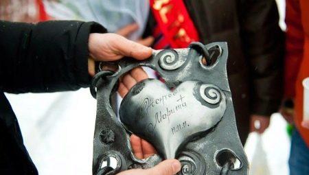 Ковані сувеніри (36 фото): підкови ручної роботи та інші оригінальні подарунки, виготовлені з металу