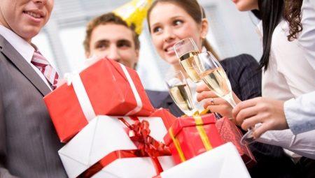 Подарунок директору на ювілей: топ оригінальних презентів від колективу чоловікові-начальникові або босові (шефа)