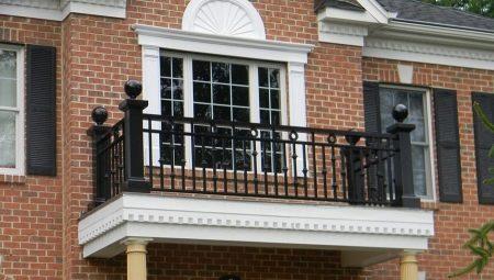 Висота огорожі балкона: якою повинна бути висота перил по ГОСТу? Висота балконного огородження в житлових будинках по Сніпу